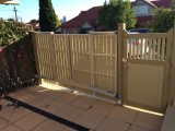 Trackless bi fold gate