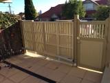 Trackless bi fold gate