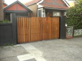 Robust design bi fold gate